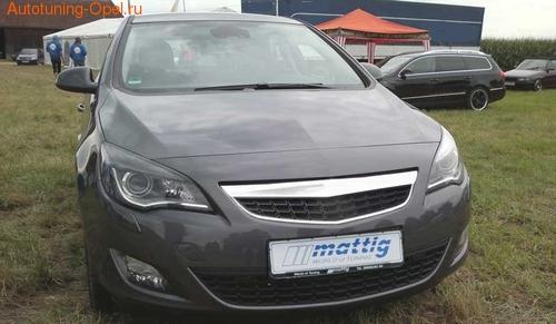Решетка радиатора Opel Astra J