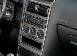 Накладка на среднюю консоль Opel Astra G в стиле Titan-Look для машин с дисплеем и системой климат-контроль