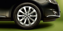 Диски литые R17 легкосплавные серебристые дизайн 5 V-образных лучей для Opel Astra J c бензиновыми двигателями 1,4 л, 1,4T л и 1,6 л, дизельными двигателями 1,3 л
