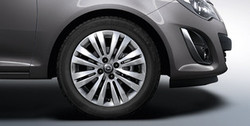 Диски литые R16 легкосплавные серебристые дизайн 8 двойных лучей для Opel Corsa D 4х100