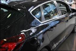 Наклейка Steinmetz серебристого цвета для автомобилей Opel